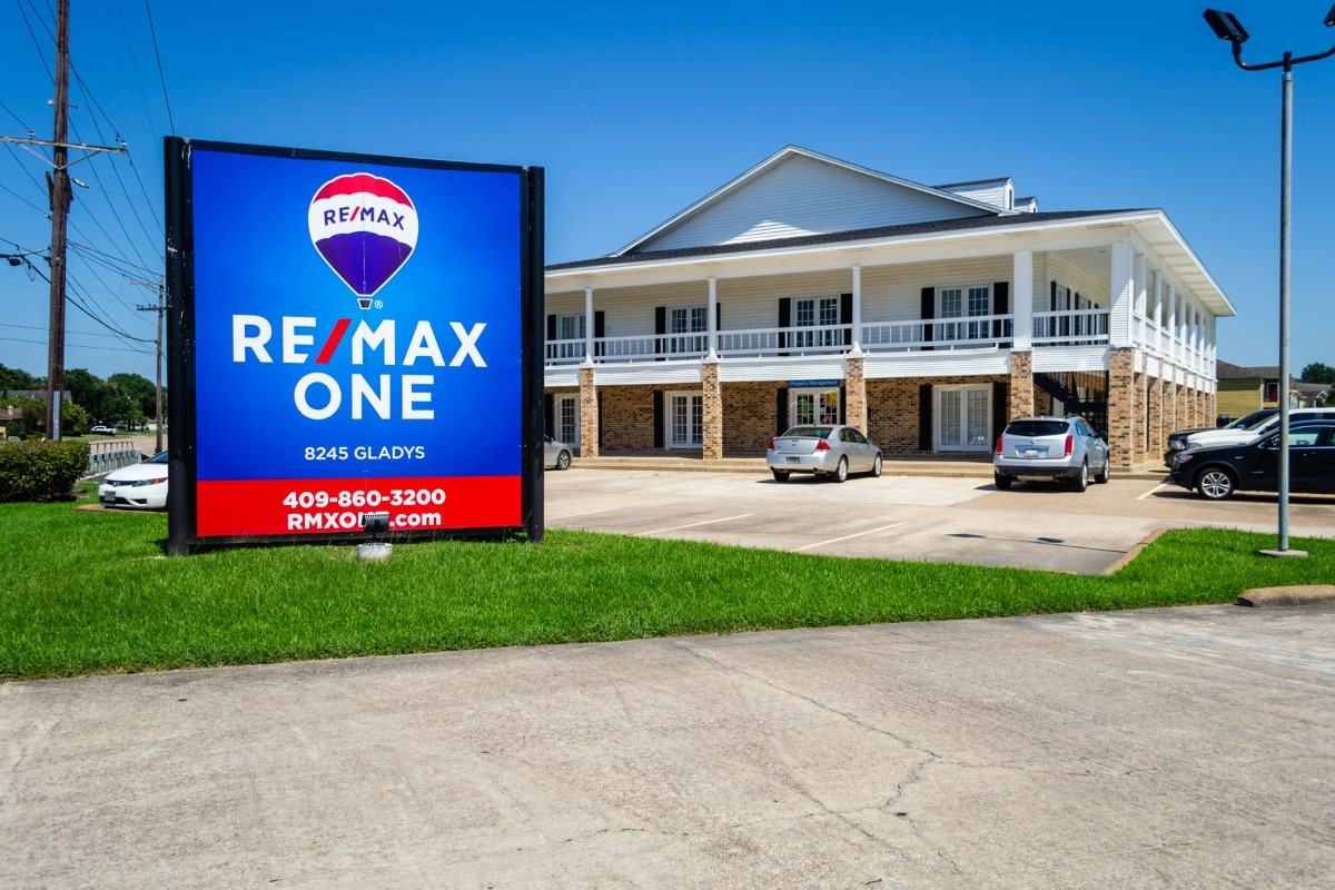 RE/MAX One - Beaumont