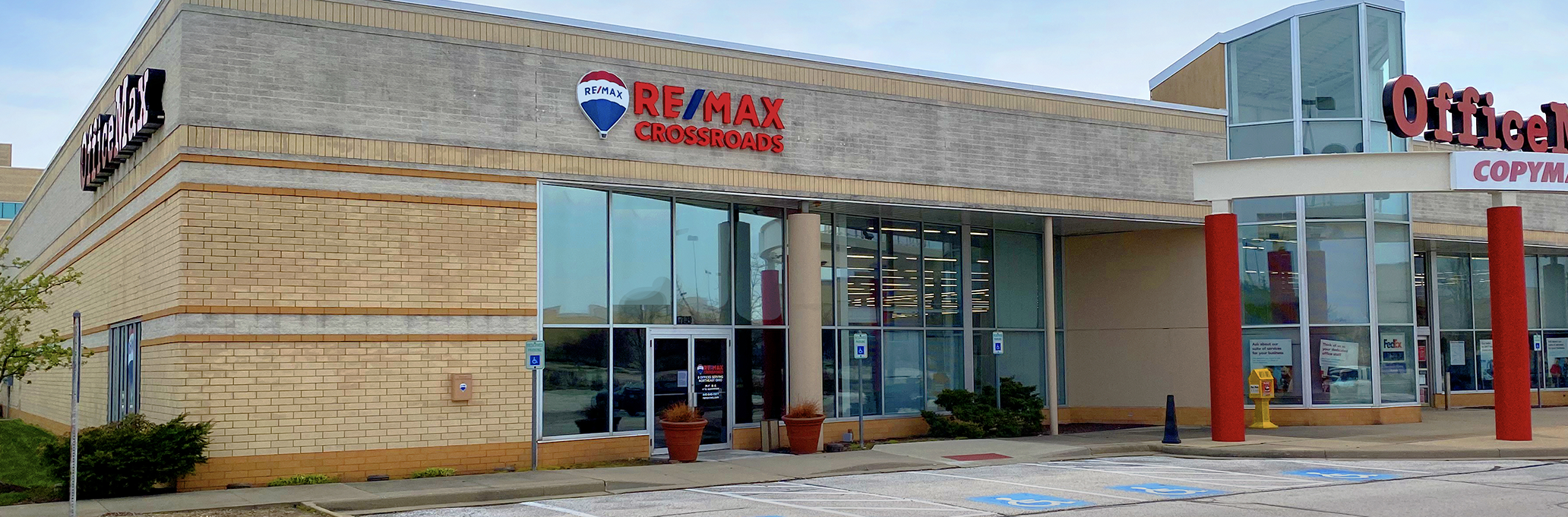 RE/MAX Crossroads Properties