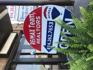 RE/MAX Team Realtors