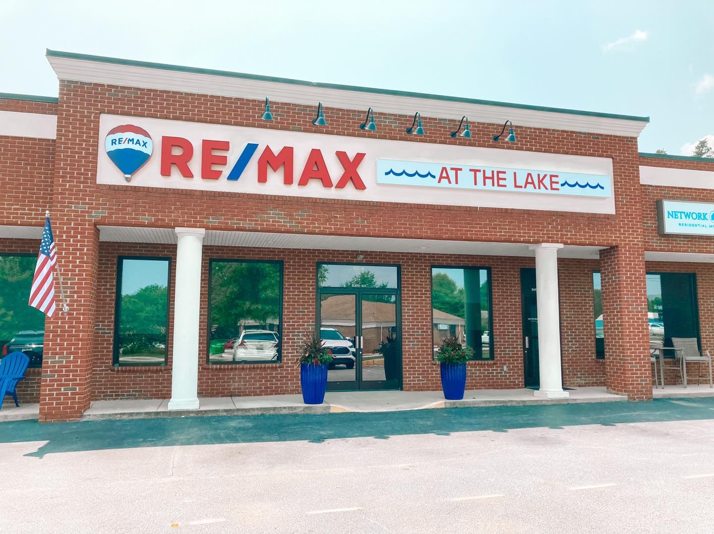 RE/MAX At the Lake