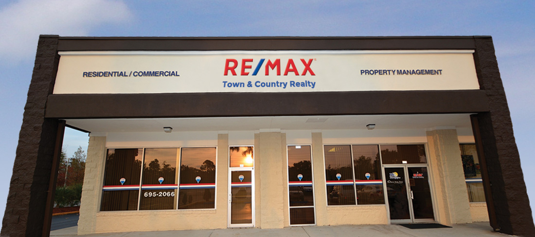RE/MAX Town & Country Realty