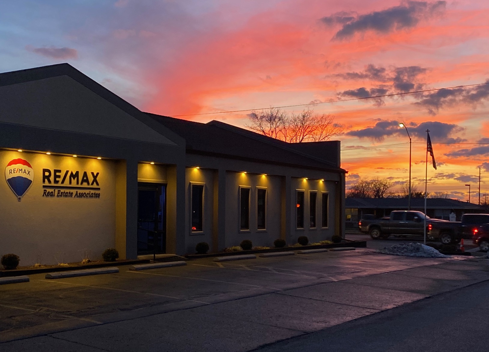 RE/MAX Real Estate Associates