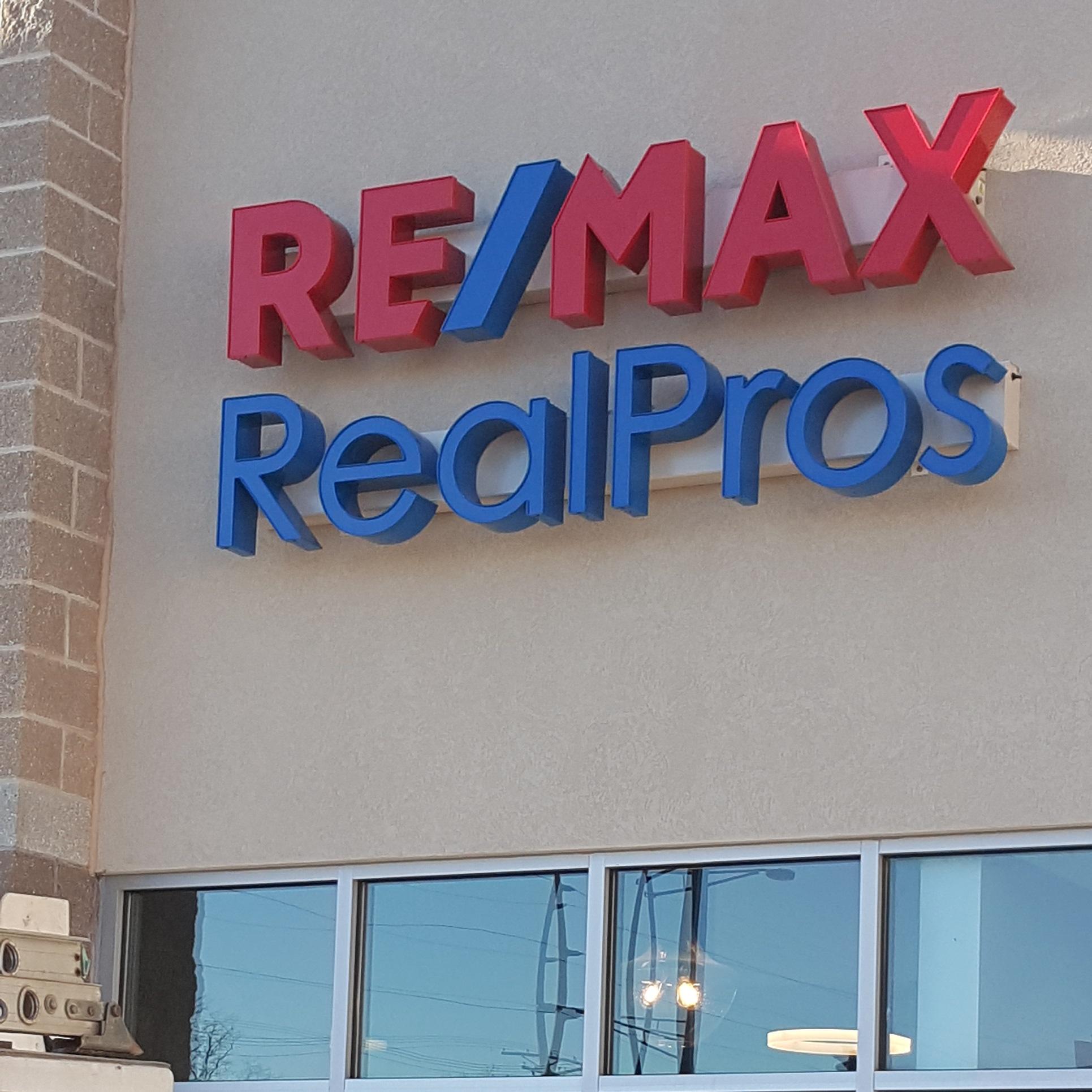 RE/MAX RealPros