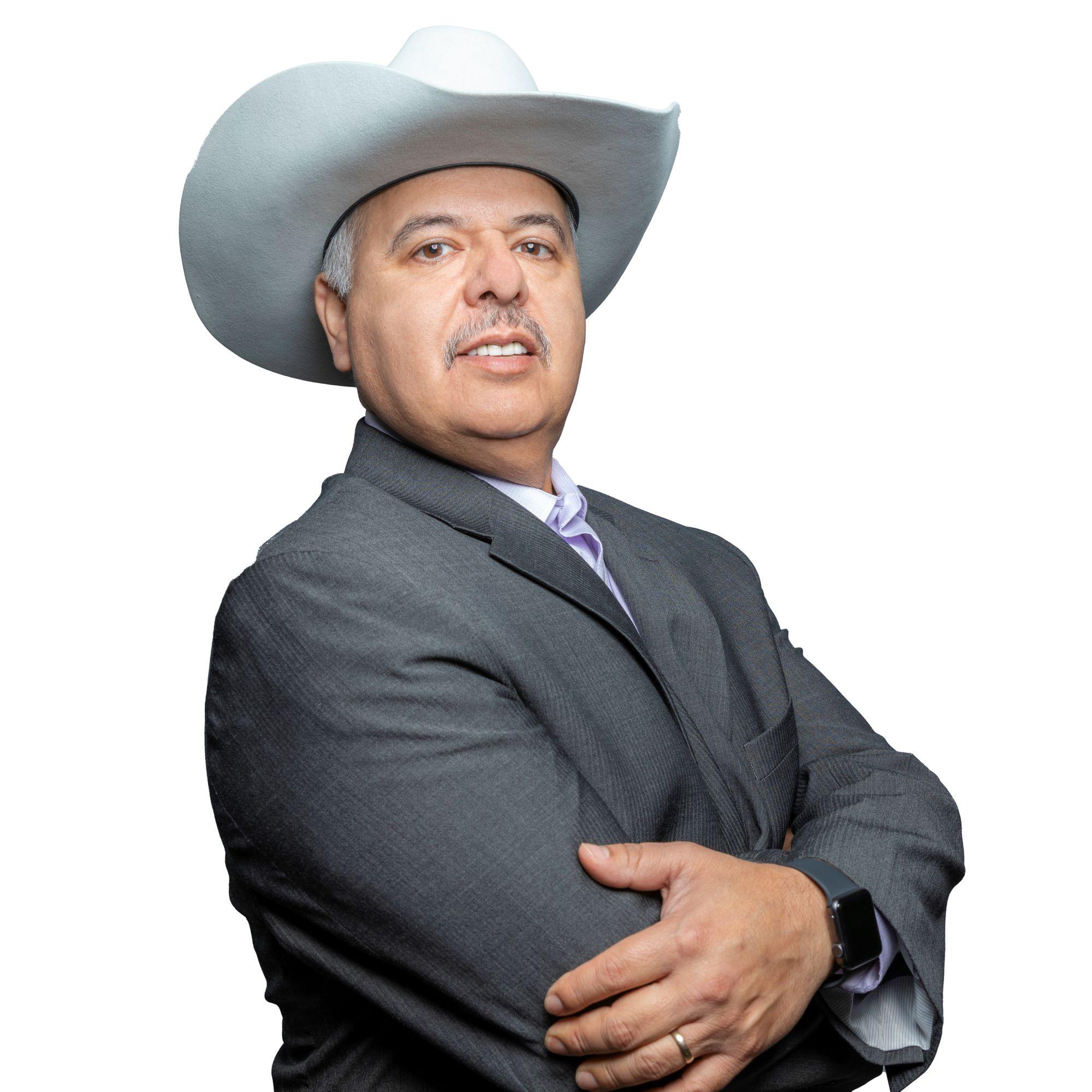 Carlos undefined Flores